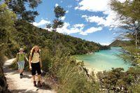 Nelson-abel-tasman-hikers