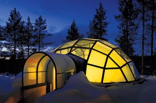Finland-kakslauttanen-glass-igloo
