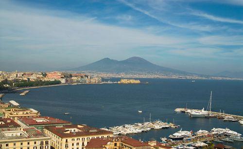 Italy-bay-of-naples-mid